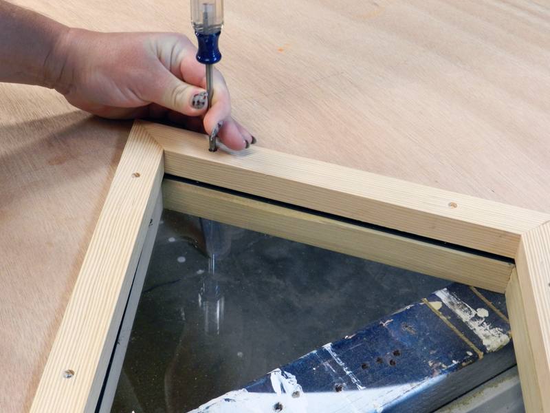 Using the screws provided, use the pre-drilled holes to align the two window stops and screw together.
