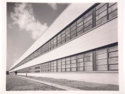 Curtiss-Wright Plant (Photograph via collection Centre Canadien d'Architecture/ Canadian Centre for Architecture, Montréal; Don de Federico Bucci/ Gift of Federico Bucci)