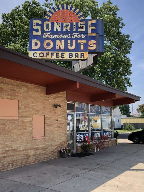 The Sonrise Donuts sign.