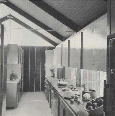 Galley kitchen. (11)