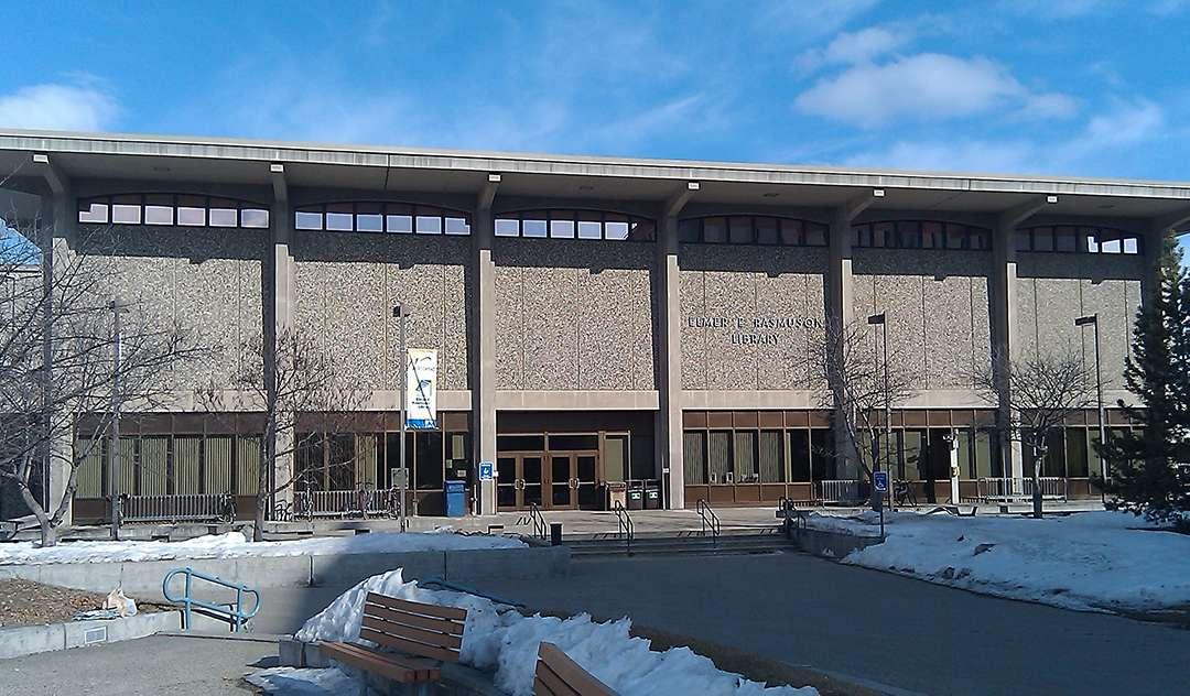 Elmer E. Rasmuson Library at the University of Alaska Fairbanks. (11)