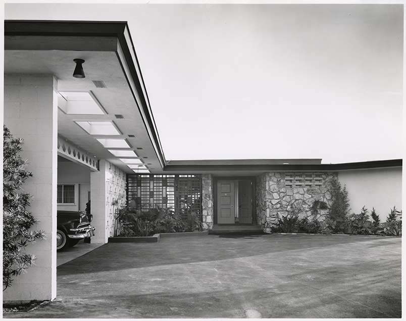 Sinatra residence showing drive and porte-cochère